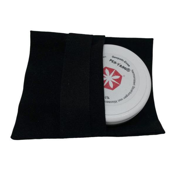 Schwarze Stofftasche mit Quarzmehldose