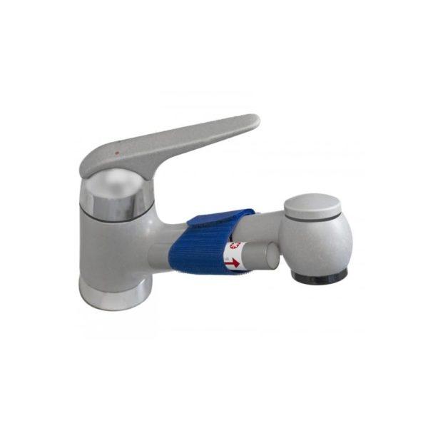 Frisches Wasser aus dem Wasserhahn