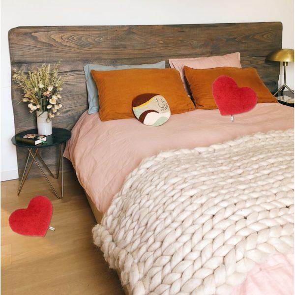 Penya Herzkissen im Schlafzimmer